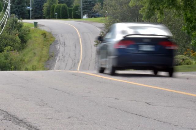 Un jeune conducteur de 17 ans s'est fait prendre à rouler à très haute vitesse... (Archives La Presse)