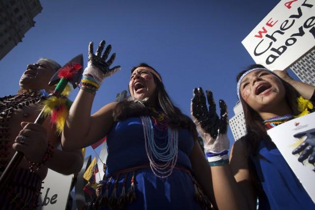 Quelque 30 000 indigènes et petits paysans équatoriens... (Photo Carlo Allegri, Reuters)
