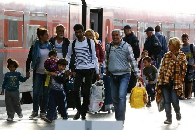 Des milliers de migrants sont arrivés en Allemagne... (Michael Dalder, Reuters)