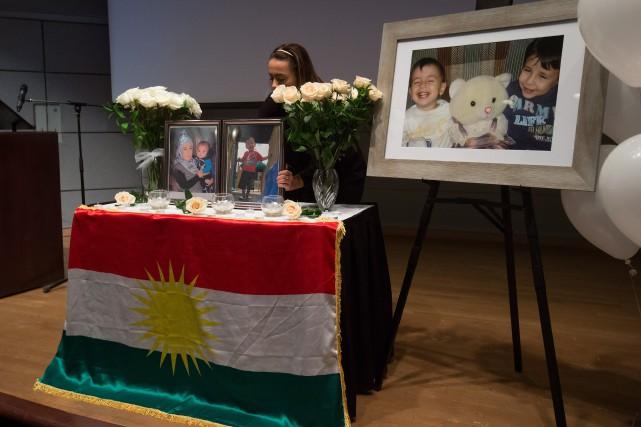 Les trois victimes ont été inhumées vendredi en... (Photo Darryl Dyck, La Presse Canadienne)