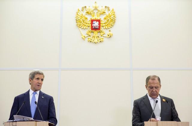 Le secrétaire d'État américain John Kerry aux côtés... (PHOTO ARCHIVES REUTERS)