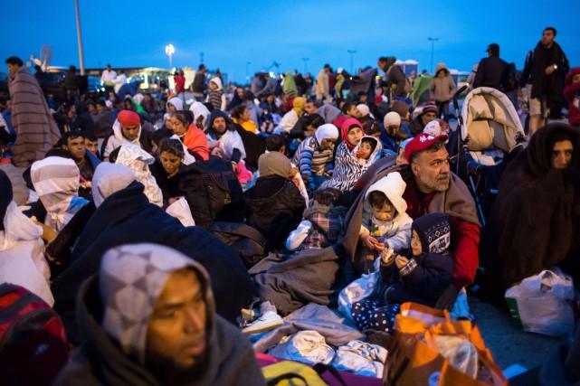 L'Autriche, qui prévoyait l'arrivée de 10 000 personnes... (PHOTO VLADIMIR SIMICEK, AFP)