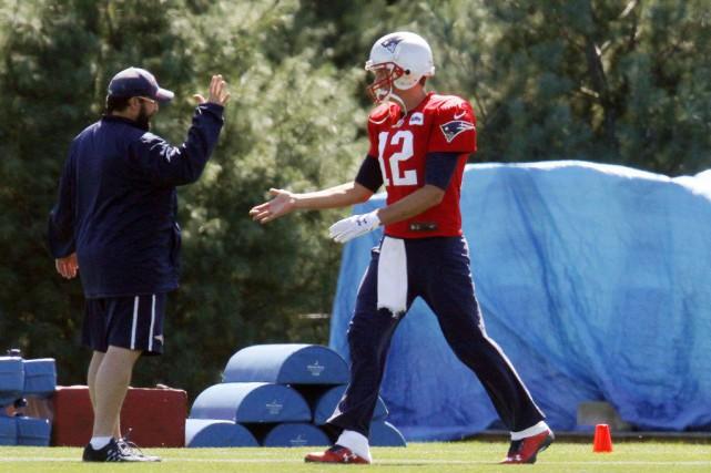 Dimanche, Brady (à droite) a mentionné que la... (Photo AP)