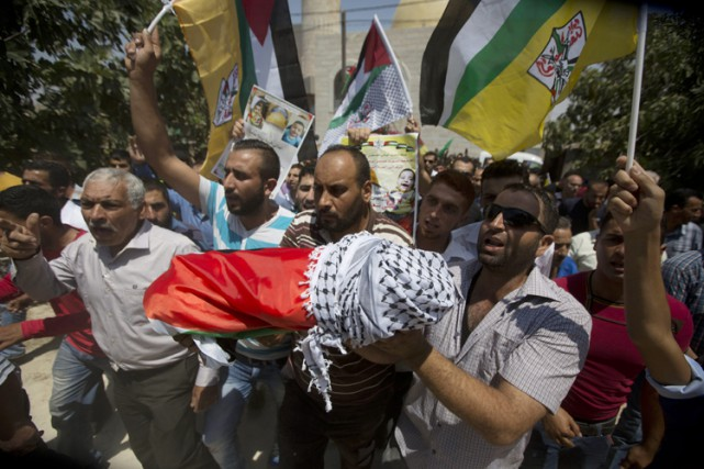 Des Palestiniens ont transporté le corpsd'Ali Dawabcheh le... (ARCHIVES AP)