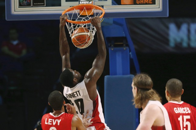 Le Canada a eu un avantage de 53-28... (Photo Reuters)