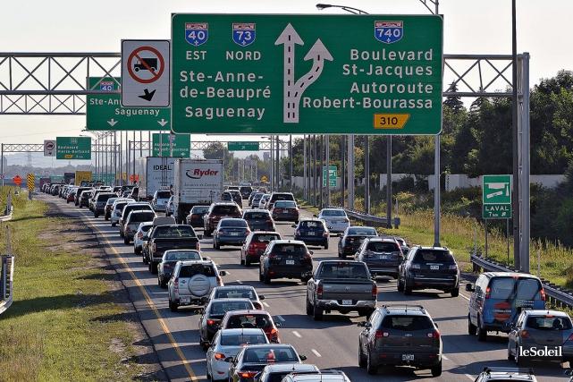 La congestion routière s'intensifie lorsque les travailleurs et... (Le Soleil, Patrice Laroche)