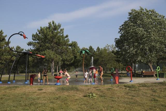 La baignade dans le lac Davignon étant interdite,... (photo Julie Catudal)