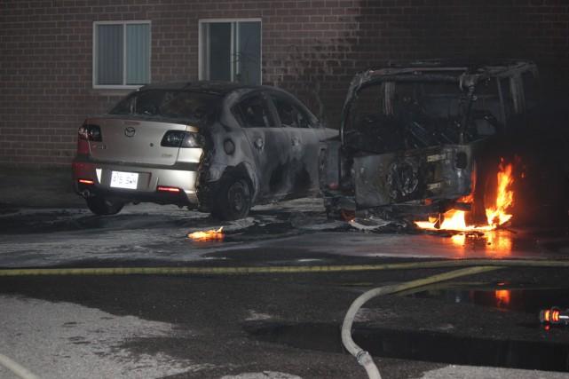 Un incendie a endommagé deux véhicules en fin de semaine à Trois-Rivières.... (Photo: Courtoisie Stéphane Dupont)