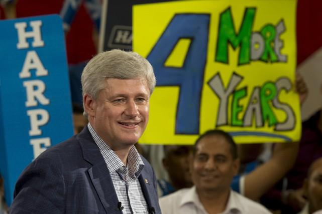 Après le scandale des dépenses injustifiées de sénateurs... (La Presse Canadienne, Adrian Wyl)