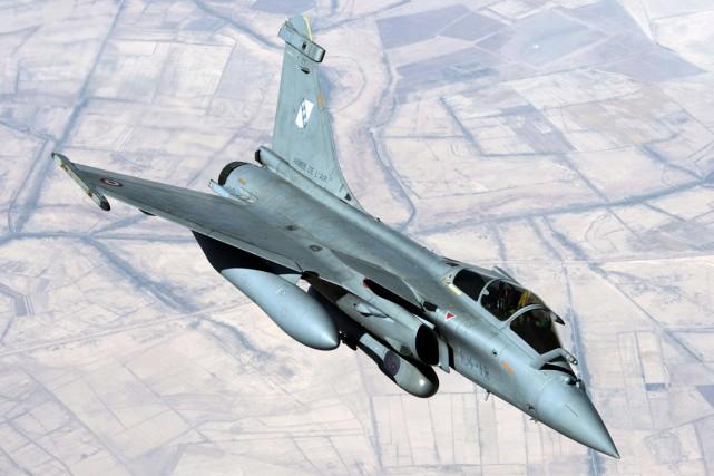 Selon l'état-major français, les premiers vols de reconnaissance... (PHOTO ARCHIVES AFP/ECPAD)