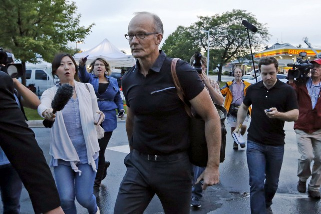 Le dentiste a été assailli par des journalistes... (Photo Reuters)