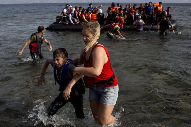 Une semaine après que la photo du petit Aylan Kurdi, retrouvé mort sur une... (Photo AP)