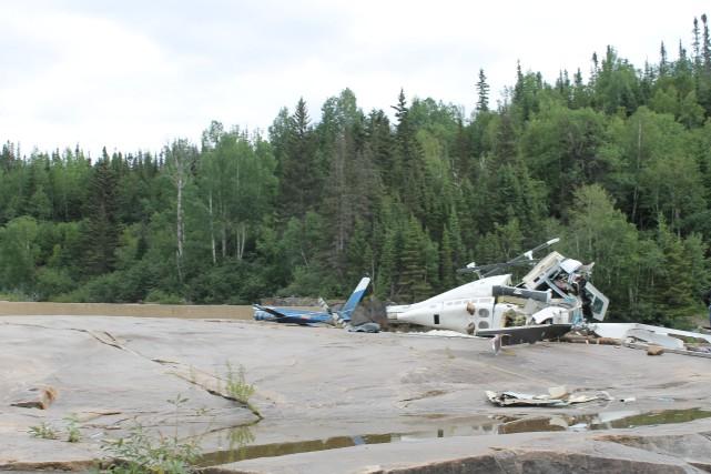Les débris du Bell 206, exploité par l'entreprise... (Photo fournie par le Bureau de la sécurité des transports du Canada)