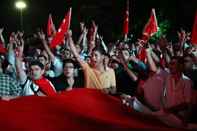 Le parti prokurdeHDP, considéré comme proche du PKK,... (PHOTO AFP)