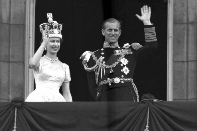 La reine Élisabeth II etle prince Philip, duc... (Archives AP)
