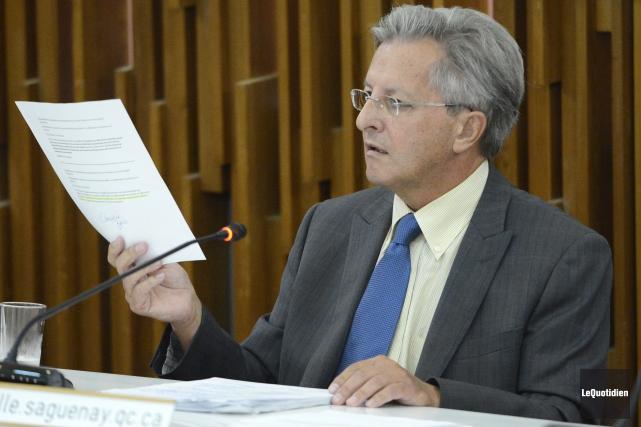 Le maire Jean Tremblay a expliqué les besoins... ((Photo Le Quotidien, Jeannot Lévesque))