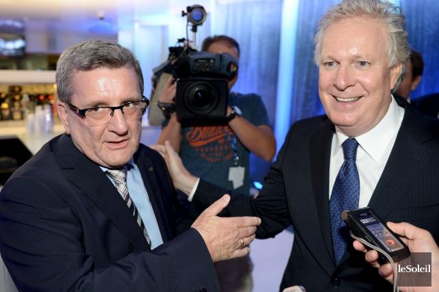 L'ancien premier ministre du Québec, Jean Charest, présent... (Le Soleil, Erick Labbé)