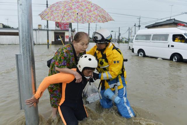 Les sauveteurs cherchaient dans la matinée de jeudi... (PHOTO AP)