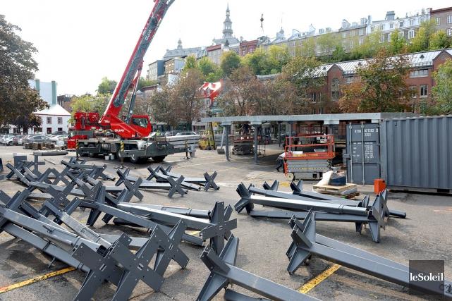 La première structure métallique, fournie par Canam, est... (Photo le Soleil, Patrice Laroche)