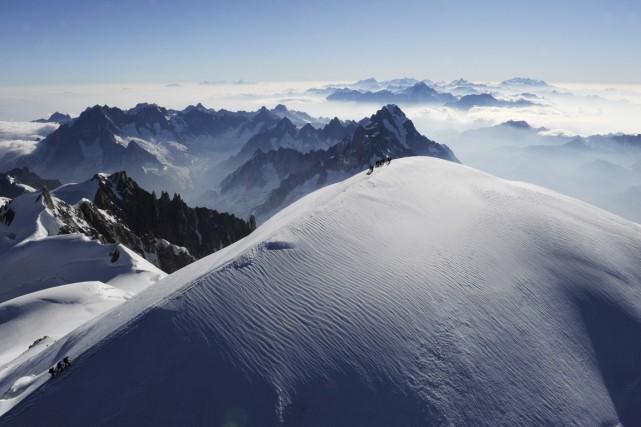 Une douzaine de glaciologues vont passer plusieurs jours... (Archives AFP, Philippe Desmazes)
