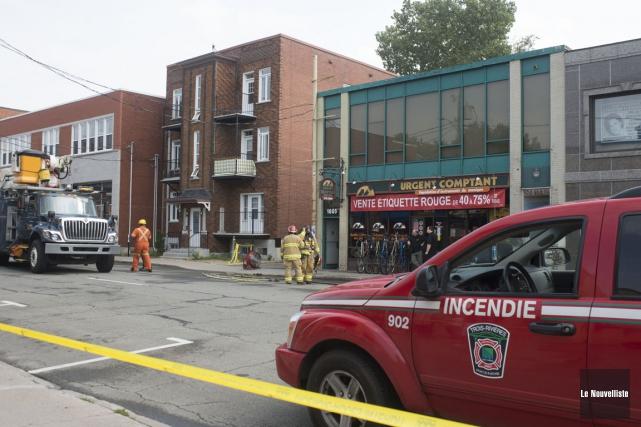 Un incendie mineur est survenu hier midi au centre-ville de Trois-Rivières. Les... (Photo: Stéphane Lessard, Le Nouvelliste)