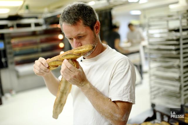 Le propriétaire de la boulangerie Le pain dans... (PHOTO MARTIN CHAMBERLAND, LA PRESSE)