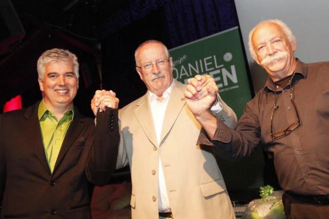 Sur la photo, trois des candidats du Parti... (Simon Séguin-Bertrand, LeDroit)