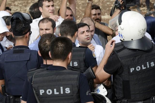 Le chef de file du HDP, Selahattin Demirtas... (PHOTO ILYAS AKENGIN, AFP)