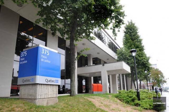 Accusé de braquage de domicile et de voies de fait grave en compagnie de deux... (Archives La Tribune)