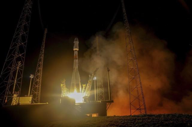 Le lanceur russe Soyouz a placé en orbite... (PHOTO MANUEL PEDOUSSAUT, AGENCE FRANCE-PRESSE)