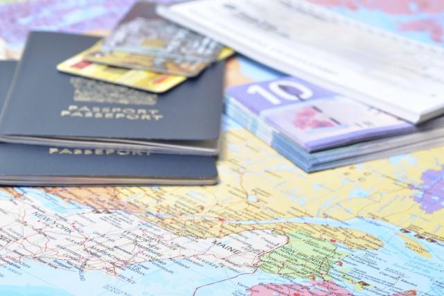 Carte de crédit, carte de débit, argent comptant en devise locale et... chèques... (Photo Digital/Thinkstock)