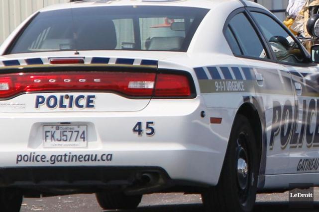 Les policiers ont été appelés sur les lieux... (Simon Séguin-Bertrand, Archives LeDroit)