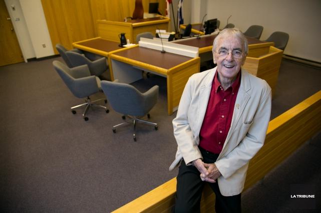 Figure marquante de l'histoire judiciaire à Sherbrooke, le journaliste Bertrand... (Archives La Tribune, René Marquis)