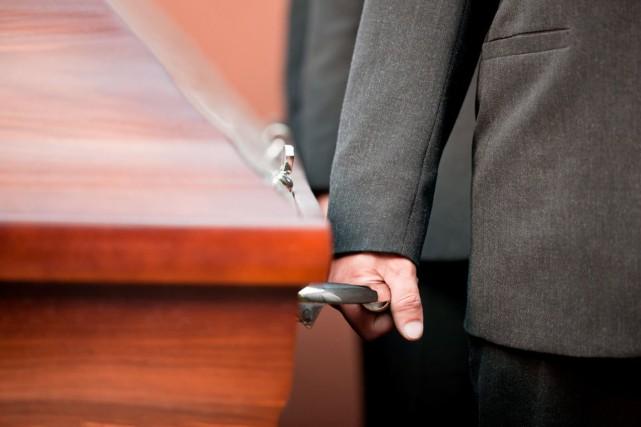 La Corporation des thanatologues du Québec suggère que... (Photo Shutterstock, Kzenon)