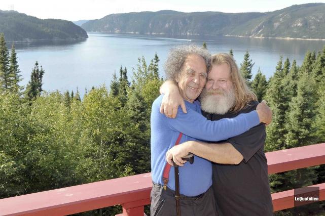 René Gagnon et Claude Robinson célèbrent leur amitié... (Photo Le Quotidien, Rocket Lavoie)