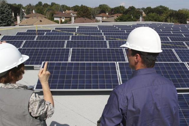 Le champ de panneaux solaires de l'école Maurice-Lapointepermettra...