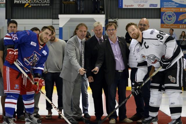 Les capitaines des Flames et des Rangers, en... (Benoit Sabourin, LeDroit)