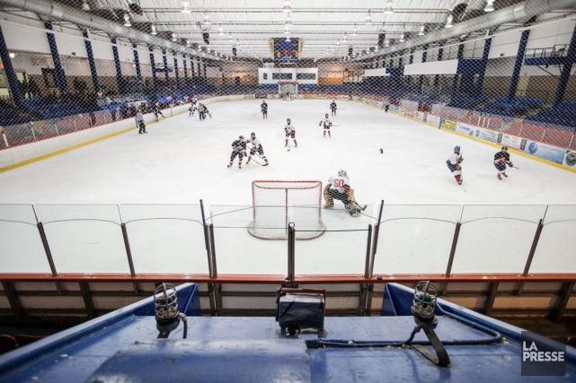 Le hockey scolaire continue de prendre de l'expansion dans la région. Après les... (Edouard Plante-Frechette, Archives La Presse)