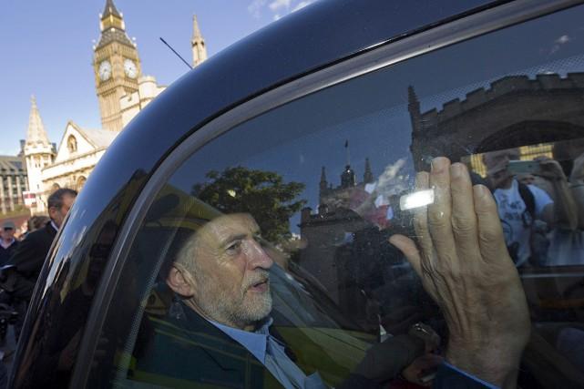 Jeremy Corbyn a triomphé samedi à la tête... (PHOTO JUSTIN TALLIS, AFP)