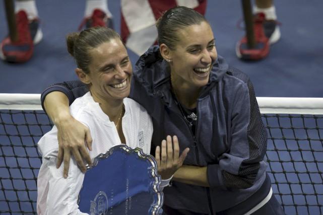 Roberta Vinci et Flavia Pennetta... (PHOTO CARLO ALLEGRI, REUTERS)