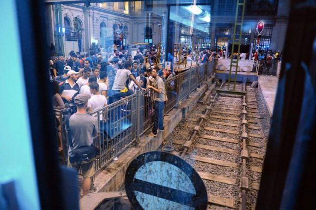 Le flux de migrants ne se tarit pas... (PHOTO AFP)