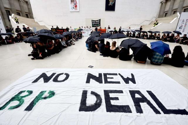 Un flash mob (rassemblement éclair) s'est tenu dimanche soir au British Museum... (PHOTO AFP)