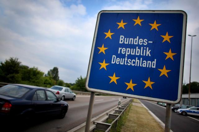 L'effacement des frontières intérieures a eu pour corollaire... (PHOTO AFP)
