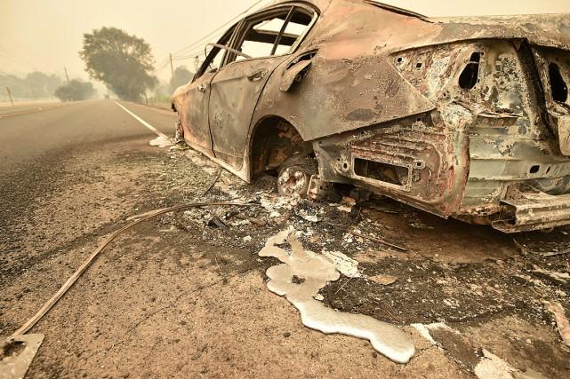 L'intensité de l'incendie a liquéfié le métal de... (PHOTO JOSH EDELSON, AFP)