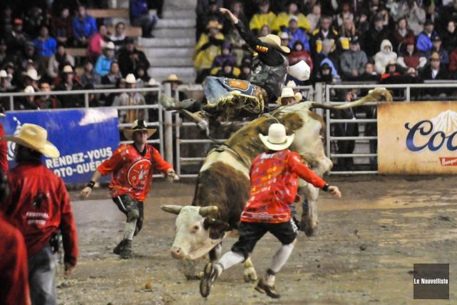 Les cowboys devaient se battre à la fois... (Photo: Émilie O'Connor, Le Nouvelliste)