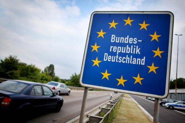 L'Allemagne, qui a rétabli de façon «provisoire» les... (PHOTO OLIVER BERG, ARCHIVES AFP/DPA)