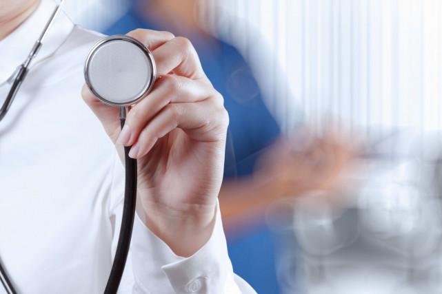 Le médecin sherbrookois Robert Corbeil devra purger deux radiations temporaires... (Archives La Presse)