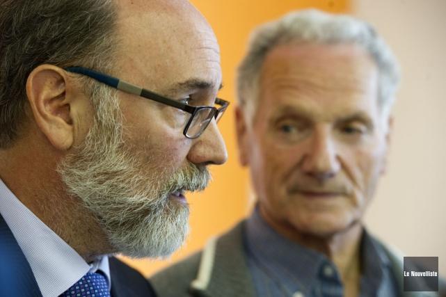 Les candidats néodémocrates Robert Aubin (Trois-Rivières) et Jean-Yves... (Photo: Stéphane Lessard, Le Nouvelliste)