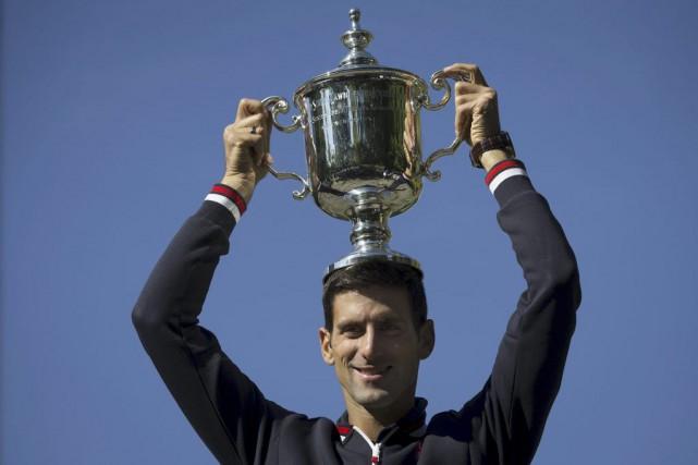 Novak Djokovicse retrouve à égalité au septième rang... (PHOTO CARLO ALLEGRI, REUTERS)