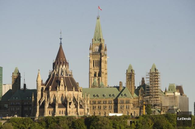 Le gouvernement fédéral a renoué avec les excédents budgétaires un an plus tôt... (Archives Le Droit)